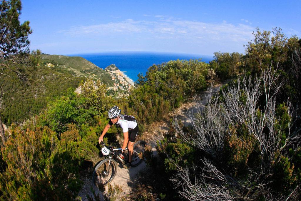 In bici e a piedi a Finale Ligure | Appartamenti in Affitto a Finale Ligure | Appartamenti Ammobiliati ad Uso Turistico in Liguria | Plein Air Sport