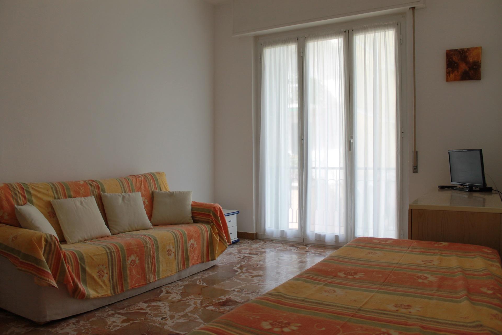 Residence finale ligure appartamenti ammobiliati in for Appartamento sul garage